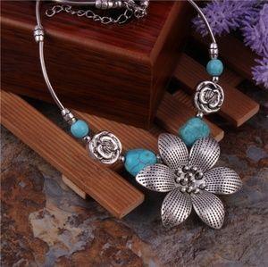 Jewelry - NWT! Bohemian Sunflower Statement Necklace